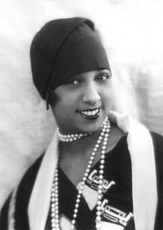 """The lovely Josephine Baker known as """"the Bronze Venus"""" and """"the Black Pearl"""". Josephine Baker was the first American woman buried in France with military honors. Josephine Baker, Belle Epoque, Style Année 20, 1920s Style, Flapper Style, Black Style, Flapper Girls, 1920s Flapper, Girl Style"""