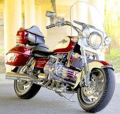 Honda Valkyrie Honda Motorcycles, Custom Motorcycles, Cars And Motorcycles, Motorcycle Art, Motorcycle Outfit, Honda Valkyrie, Honda Bikes, Classic Bikes, Vintage Bikes