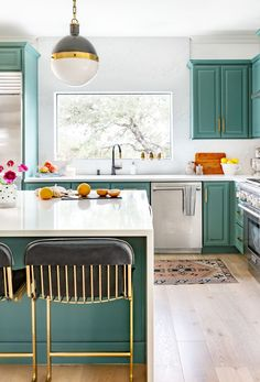 Discover Kitchen design ideas & inspiration, expertly curated for you. Explore Kitchen decor and design ideas, save them to inspire your next project, and shop your favorite products. Eclectic Kitchen, Kitchen Decor, Kitchen Design, Interior Decorating, Interior Design, Dining Room Design, Room Interior, New Homes, Modern