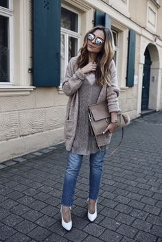 Here's how you will nail the dress over pants Trend 2017 - Layering slip dress over jeans Cozy Fall Outfits, Pin Up Outfits, New Outfits, Fashion Pants, Fashion Outfits, Fashion Ideas, Dress Over Jeans, Pin Up Kleidung, Combo Dress