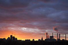 Красное закатное небо Москвы