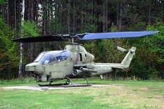 AH-1 Cobra Attack Helicopter, Military Helicopter, Us Military, Military Weapons, Military Aircraft, Aigle Animal, Air Planes, United States Army, Warfare