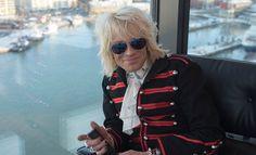 Michael Monroe valmensi Saara Aaltoa tämän kilpaillessa The Voice of Finlandissa.