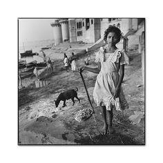 Burning Ghat, Benares, India, 1989, photo by Mary Ellen Mark - Mary Ellen Mark 55