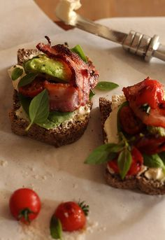 Gourmet BLT's on Carb-Free Bread        April 4, 2014 Gourmet BLT's on Carb-Free Bread Banting Diet, Banting Recipes, Lchf, Carb Free Bread, Low Carb Bread, Clean Eating Recipes, Healthy Eating, Carb Free Recipes, Green Zucchini