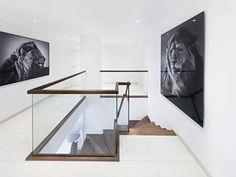 Modernes Brüstungsgeländer aus Glas mit rechteckigem Holzhandlauf, Design in Perfektion www.sillertreppen.com