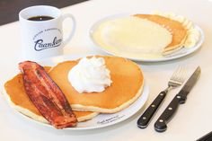 【沖縄おすすめ情報】 Hawaiian Pancakes House Paanilani(はわいあん ぱんけーき はうす ぱにらに) おいしくてボリューミーなハワイアンパンケーキ
