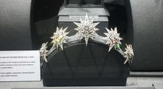 a lovely image of the diamond star tiara from Hancocks, on display, courtesy of Karen Webster Allard, who has some fine tiaras boards, to be found here.  https://uk.pinterest.com/KGAllardWebster/?utm_campaign=activity&e_t=e01fe2527ebc4aad8b4ceb8945a33d0c&utm_medium=2003&utm_source=31&utm_content=452330493732494358