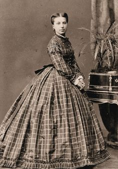 Happiness on a 1/2 Acre: Suggestions on my civil war plaid dress would be appreciated!