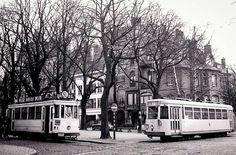 Au coin de l'avenue Churchill et rue Edith Cavell, croisement d'un tramway bruxellois et d'un tram vicinal Tramway, Coin, Churchill, Public Transport, Brussels, Rue, Old Photos, Trains, Transportation