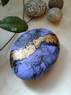 Flow Art Rockrock art painted rocks painted stone purple
