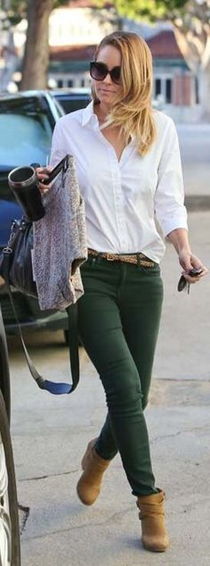 Who made  Lauren Conrad's dark green skinny jeans, black handbag, and brown strap boots?
