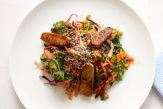 Kelp Noodle and Cabbage Salad with Seared Tempeh and Carrot Orange Miso Dressing (via Bloglovin.com )