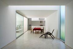 Casa na Argentina tem pátio central que vira espelho d'água e nenhuma janela - Casa e Decoração - UOL Mulher