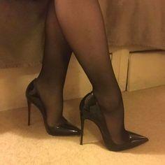 stilettos with nylons hosiery Sexy High Heels, Frauen In High Heels, Beautiful High Heels, Sexy Legs And Heels, Hot Heels, Womens High Heels, Black Heels, High Heel Boots, High Heel Pumps