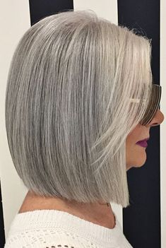 Haare und Beauty Iryna Tatarchuk Wedding Invitations Without Breaking a Budget Article Body: Wedding Medium Hair Styles, Short Hair Styles, Silver Haired Beauties, Short Brown Hair, Grey Hair Bob, Grey Bob, Pelo Bob, Silver Grey Hair, Undercut Hairstyles