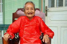 Nguyen Thi Tru aus Ho-Chi-Minh-Stadt ist 122 Jahre alt und damit offiziell der älteste Mensch der Welt. Foto: dpa http://www.stuttgarter-zeitung.de/inhalt.122-jahre-alt-vietnamesin-ist-aeltester-mensch-der-welt.a61e90d6-d1f6-4ee2-bc8e-0b377eafcfa1.html