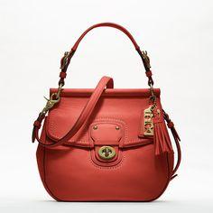 A nova Willis Bag da Coach, disponível em quatro diferentes tons.  Não demasiado grande, nem demasiado pequena - prática e moderna, como convém a este tipo de acessório