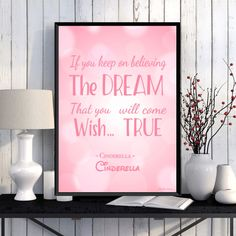 Citation Disney, Affiche enfant, Décoration chambre d'enfant, Cendrillon, Illustration citation Disney Cendrillon, Idée cadeau Disney fille par MonRosePompon sur Etsy https://www.etsy.com/fr/listing/520732549/citation-disney-affiche-enfant