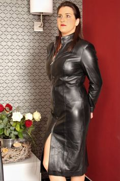 Women genuine lambskin celebrity vintage leather dress long size jacket plus sizes custom made for valentines day Long Leather Skirt, Long Leather Coat, Leather Dresses, Leather Mini Skirts, Leather Pants, Lambskin Leather, Black Leather, Sexy Outfits, Fashion Outfits