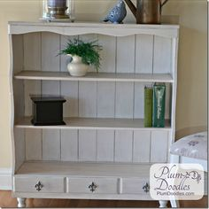 French Country Bookcase Makeover | PlumDoodles.com
