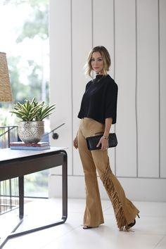 Look mais clássico com peças que fazem a toda a diferença!! O combo calça de couro + malha + sandália sempre funciona e fica mais especial quando as peças tem modelagens bacanas como essas que estou usando.