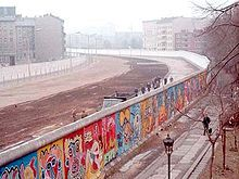 A view of the Berlin Wall 1961 - 1990 Google Image Result for http://upload.wikimedia.org/wikipedia/commons/thumb/5/5d/Berlinermauer.jpg/220px-Berlinermauer.jpg