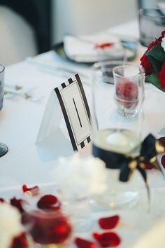 Table details Red Black White Wedding