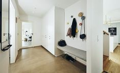 Ny funkis med sjæl som et ældre hus, Entré Farrow Ball, Walk Through Closet, Industrial Bench, Entry Bench, Bench With Shoe Storage, Hemnes, Under Stairs, Cool Ideas, Entrance Hall