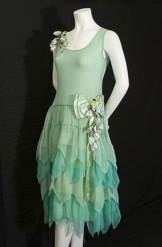 Roaring Twenties chiffon party dress, mint green, tank style bodice with chevron tiered skirt, circa Vintage Textile archives. 30s Fashion, Art Deco Fashion, Fashion History, Retro Fashion, Vintage Fashion, Victorian Fashion, Fashion Fashion, 1920 Style, Flapper Style