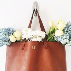 obsessed with this brown monogrammed leather tote - Sale! Shop at Stylizio for womens and mens designer handbags luxury sunglasses watches jewelry purses wallets clothes underwear Madewell Transport Tote, Madewell Tote, Monogram Tote, Look At You, Bago, Preppy, Purses And Bags, Cross Body, Shoe Bag