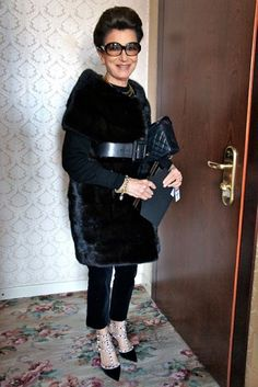 The Personal Style of Costanza Pascolato Fast Fashion, Fashion Outfits, Older Women Fashion, Over 50 Womens Fashion, Fashion Editor, Fashion Stylist, Chic Over 50, All Black Looks, Advanced Style