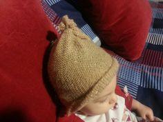 Cappellino ricavato da un vecchio coprispalle