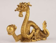 Aliexpress.com : Buy Elaborate Chinese brass casting Lucky Dragon play bead statue from Reliable statue suppliers on Antique Boutique Collection Japanese Dragon, Ancient Ruins, Play, Mythical Creatures, Temples, Feng Shui, Bonsai, Itunes, Statues