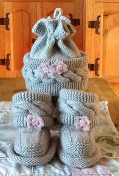 Knitted BABY BOOTS with matching HAT by JNPsStringsNThings on Etsy