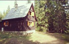 Chata Rudko na Podbanskom. Je vhodná pre rodiny, turistiku a pobyt v lese. Vybavená kuchyňa, krb, ohnisko, parkovanie. Potôčik pri chate.
