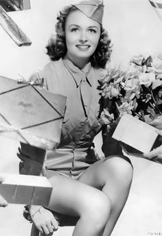 Post with 24 votes and 470 views. Shared by Donna Reed Golden Age Of Hollywood, Vintage Hollywood, Hollywood Glamour, Hollywood Actresses, Classic Hollywood, Actors & Actresses, 1940s Actresses, Hollywood Hair, Hollywood Wedding