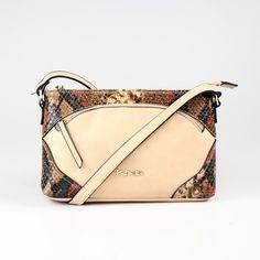 Elegantná cross body kabelka, ktorá zaujme hneď na prvý pohľad. Cross Body, Bags, Fashion, Handbags, Moda, Fashion Styles, Taschen, Fasion, Purse