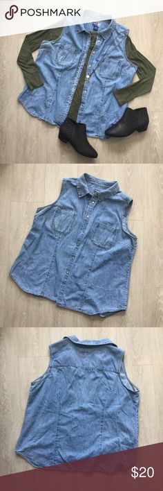 Venezia Jeans Jean Vest Vest is in good condition. Looks new. It's a super cute piece that will finish any outfit. Venezia Jeans Jackets & Coats Vests