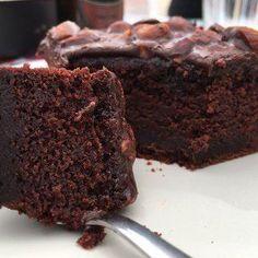 Texas sheet cake tarta con frosting cacao y almendras tarta con cobertura cacao tarta baja de cacao y almendras recetas delikatissen postres fáciles postres delikatissen postres americanos bizcocho de cacao