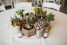 Mira esta fabulosa idea #DIY que puedes hacer tú misma para tener un centro de mesa espectacular. #Wedding #Ideas