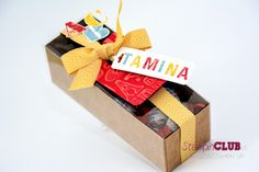 """Es muss nicht immer eine Zuckertüte sein. Mit dem """"Morning Post Alphabet""""-Stempelset von Stampin' Up! lässt sich ein farbenfrohes Einschul-Geschenk bestempeln."""