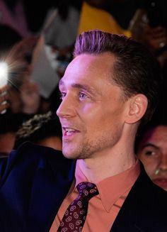 Tom Hiddleston on the red carpet of Kong Skull Island film premiere in Mexico City, Mexico on March 4, 2017. Via Torrilla. Higher resolution image: http://ww4.sinaimg.cn/large/6e14d388gy1fdbzfk2zevj21xg1ab148.jpg