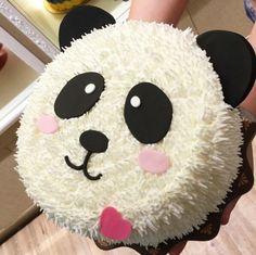 Samuel 3.meses idéias Creative Cake Decorating, Cake Decorating Techniques, Creative Cakes, Cupcakes Decorating, Panda Themed Party, Panda Party, Panda Birthday Cake, First Birthday Cakes, Bolo Panda