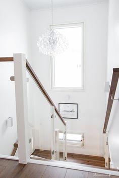 Portaat Westwood. Oversized Mirror, House Plans, Interior Decorating, Stairs, Building, Inspiration, Furniture, Villa, Design