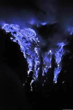 Incredible Neon Blue Lava Erupts from Indonesias Kawah Ijen Volcano