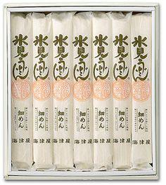 富山 氷見うどん 株式会社海津屋 富山県氷見市周辺の郷土料理。稲庭うどんと同じで竹によりながらかける手縫いで、油を塗らない。ルーツは輪島のそうめんで、1751年(宝暦元年)に「高岡屋」が輪島から技法を取り入れて作り始めたとされる。