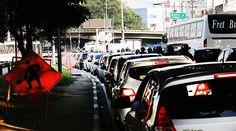 Trânsito - Haddad desiste de demolição e abrirá viaduto para ônibus +http://brml.co/1LNBpUW