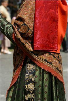 Ossau valley, French Pyrenees Aquitaine, Traditional Dresses, Sari, France, Costumes, Celebrities, Fashion, Saree, Moda