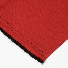 Foscurit tela - Esta tela de foscurit es extremadamente opaca y viene en tres colores muy especiales: blanco, granate y negro. Perfecta para librarse del sol sin renunciar a la estética.